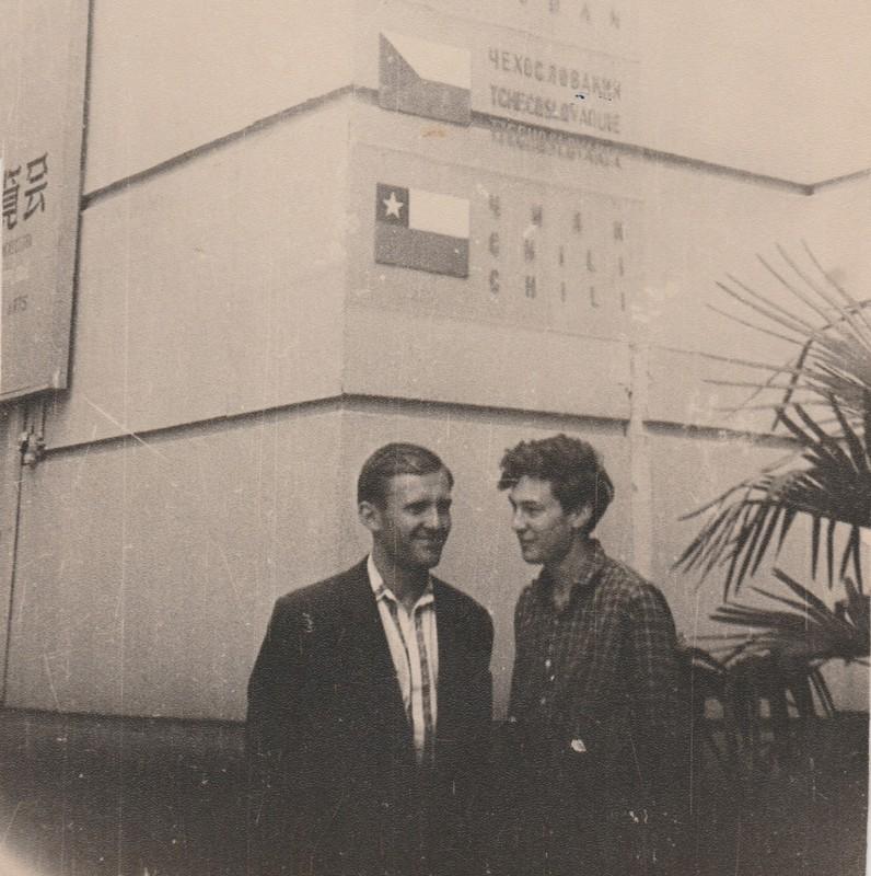 IV Международный фестиваль молодежи и студентов. Москва, лето 1957. Справа — Олег Целков